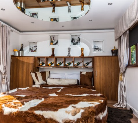Champagne and Shoes Room Round Bed