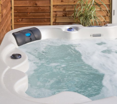 Dom Pérignon Lodge Hot Tub